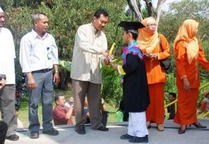 Permalink ke Sekolah At Taqwa Riaupulp Wisuda 221 Siswa