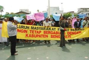 Permalink ke KABUPATEN KEPULAUAN MERANTI TERBENTUK Warga Pulau Padang Kecamatan Merbau Merasa Dizalimi