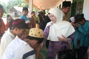 Permalink ke Galeri Bantuan Sosial Ibu Gubernur Riau