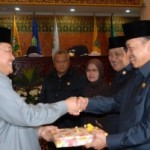 LKPJ Riau 2009 Diterima DPRD Riau