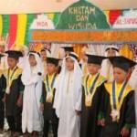 Belajar di Mushalla, 15 Siswa Tetap Khatam dan Wisuda