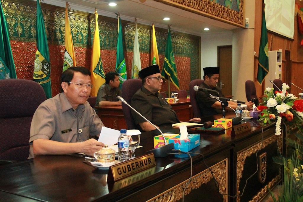 Permalink ke Galeri: Sekdaprov Riau hadiri Rapat Paripurna DPRD