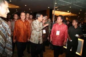 Gubernur Riau HM Rusli Zainal SE dengan Wapres Boediono pada acara National Summit 2009 di Hotel Ritz Carlton, Kamis, Jakarta (29/10).