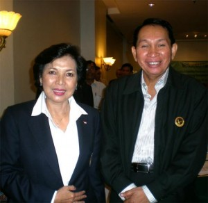 Ketua KONI Pusat, Rita Subowo dan Ketua PBI Riau, HR. Marjohan Yusuf dalam acara MUSORNAS PBI 2010 di Jakarta 30 Januari 2010.