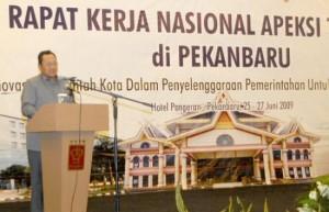 Mendagri Mardiyanto resmi membuka acara APEKSI ke-6 di Pekanbaru, Jumat (26/6/09).