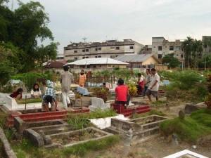 Permalink ke Kuburan di Pekanbaru Mulai Didatangi Para Peziarah