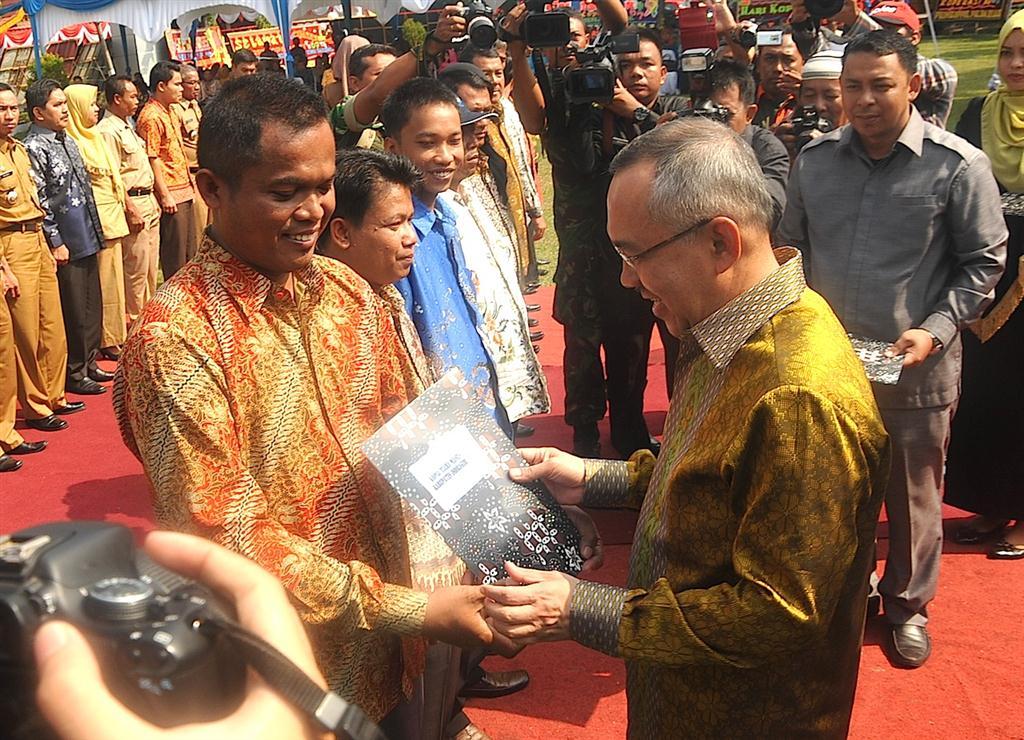 Wagubri - Wako Pekanbaru - Kadis Koperasi Prov Riau Hadiri Hari Koperasi ke 67 th 2014 (4)