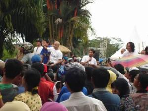 Permalink ke Warga Pekanbaru Antusias Saksikan Karnaval Artis