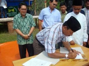 Permalink ke Riaupulp-Warga Lubuk Jering Teken MoU Penyerahan Kebun Sawit