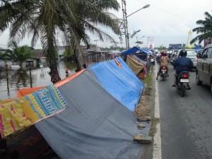 Permalink ke Sebagian Besar Pengungsi Masih Bertahan di Tenda-Tenda Penampungan