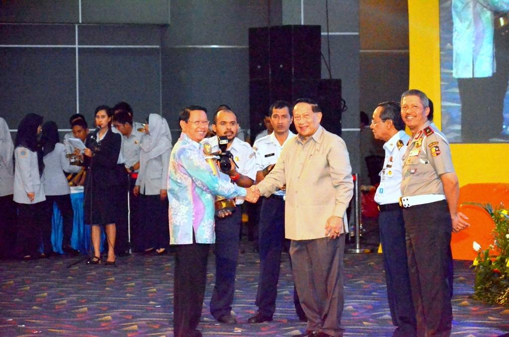 Permalink ke Riau Terima Penghargaan WTN 2014