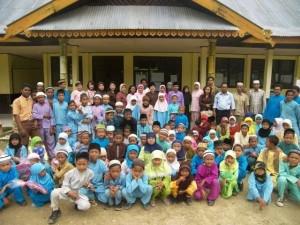 Permalink ke IWARA Riaupulp Serahkan 100 Paket Peralatan Sekolah