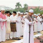 Wagubri Beserta Isteri Dan Kel Sholat Ied di Masjid Annur