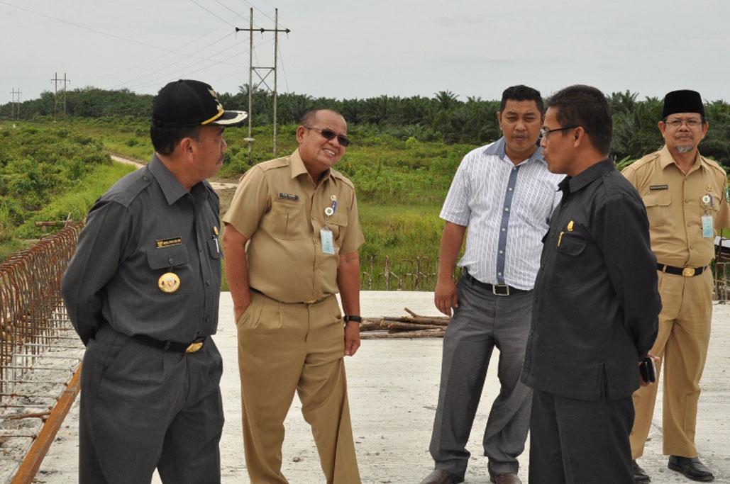 Permalink ke Meninjau Jembatan Siak IV Di Kecamatan Siak Kecil