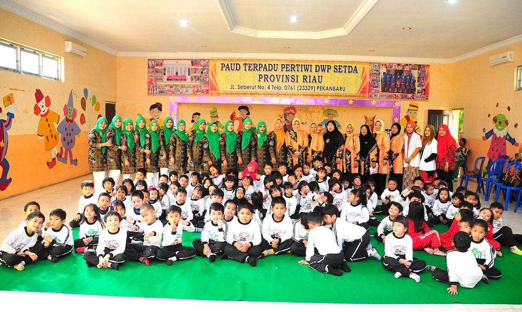 GOPTKI Peduli Kesehatan Gigi murid TK Pertiwi DW Setda & TK Bhayangkari Prov Riau