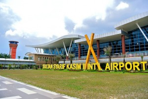Permalink ke Kabut Asap Menipis, Penerbangan di Bandara SSK II Kembali Normal