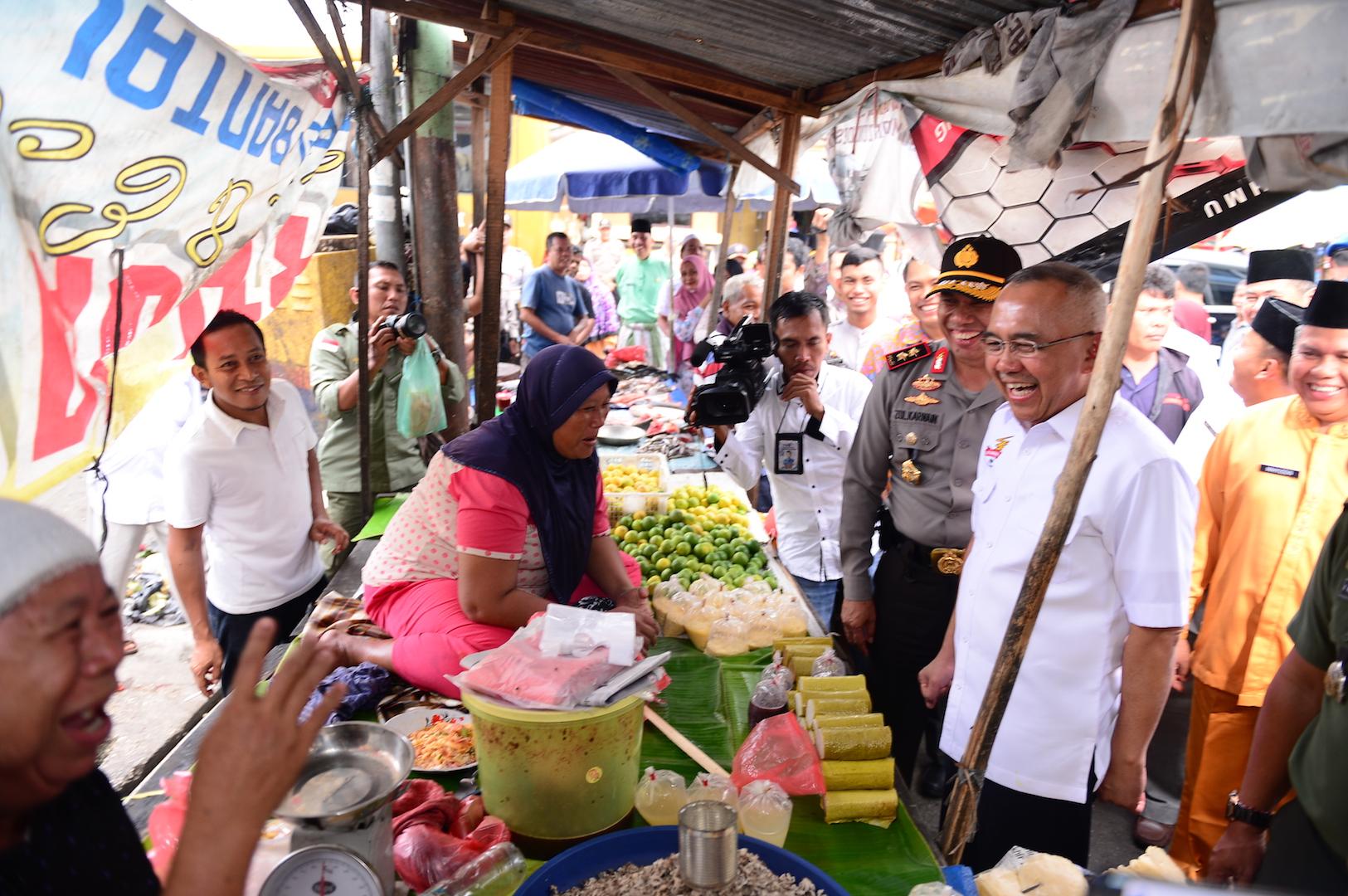 Permalink ke Gubri Sidak Harga Sembako di Pasar Bawah,