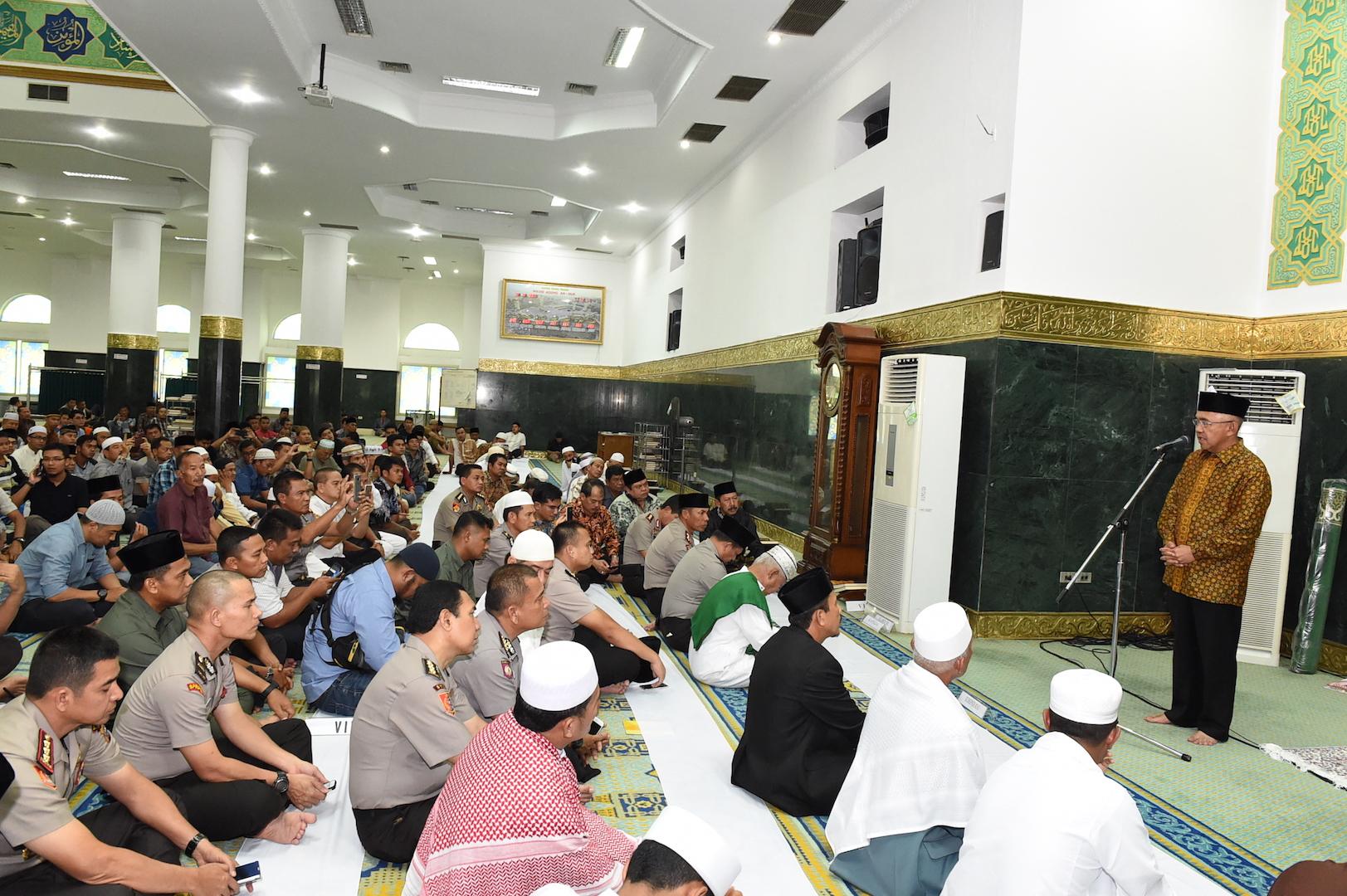 Permalink ke Gubri Sholat Jumat bersama Kapolri di Masjid Raya Annur