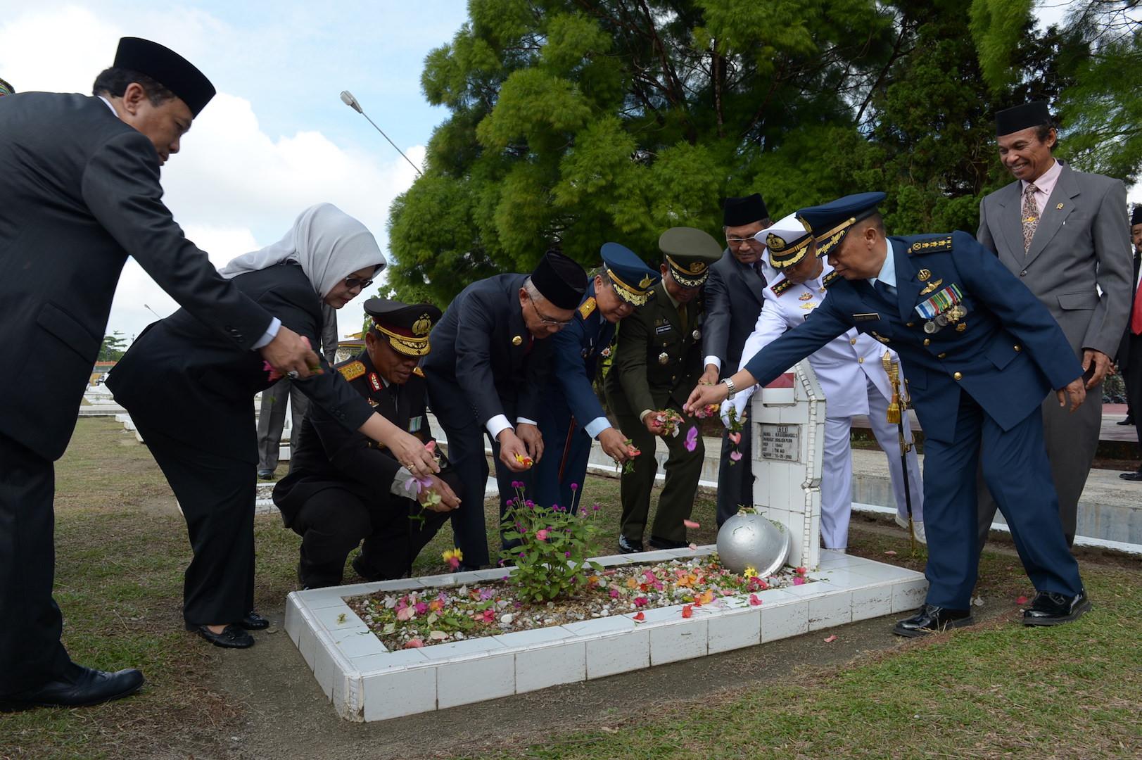 Permalink ke Tabur Bunga Dalam Rangka Peringatan Hari Pahlawan