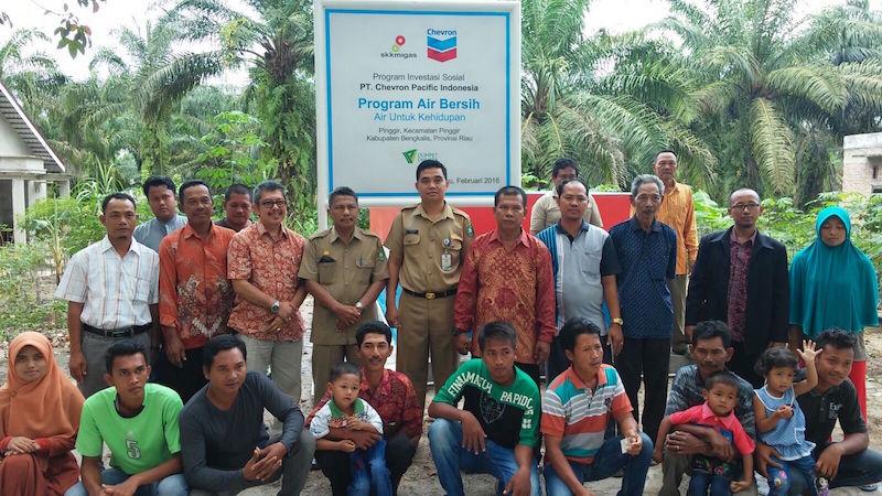 Perwakilan CPI foto bersama Tasripan dan Sumiran, perwakilan pemerintah dan para pemangku kepentingan di Pinggir