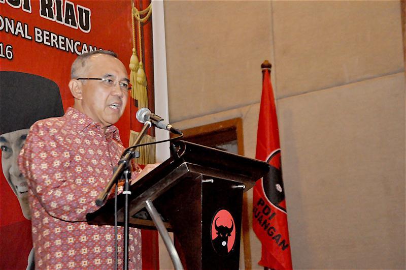 Plt Gubri RAKERDA DIPERLUAS DPD PDIP Prov Riau (Custom)
