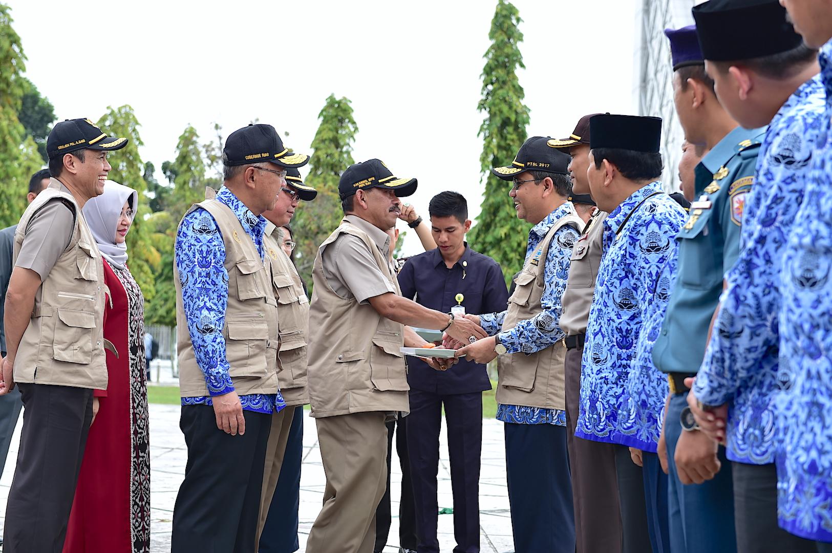Permalink ke Sekda Prov Riau Terima Sertifikat Hibah dan Tinjau Satuan Tugas PTSL