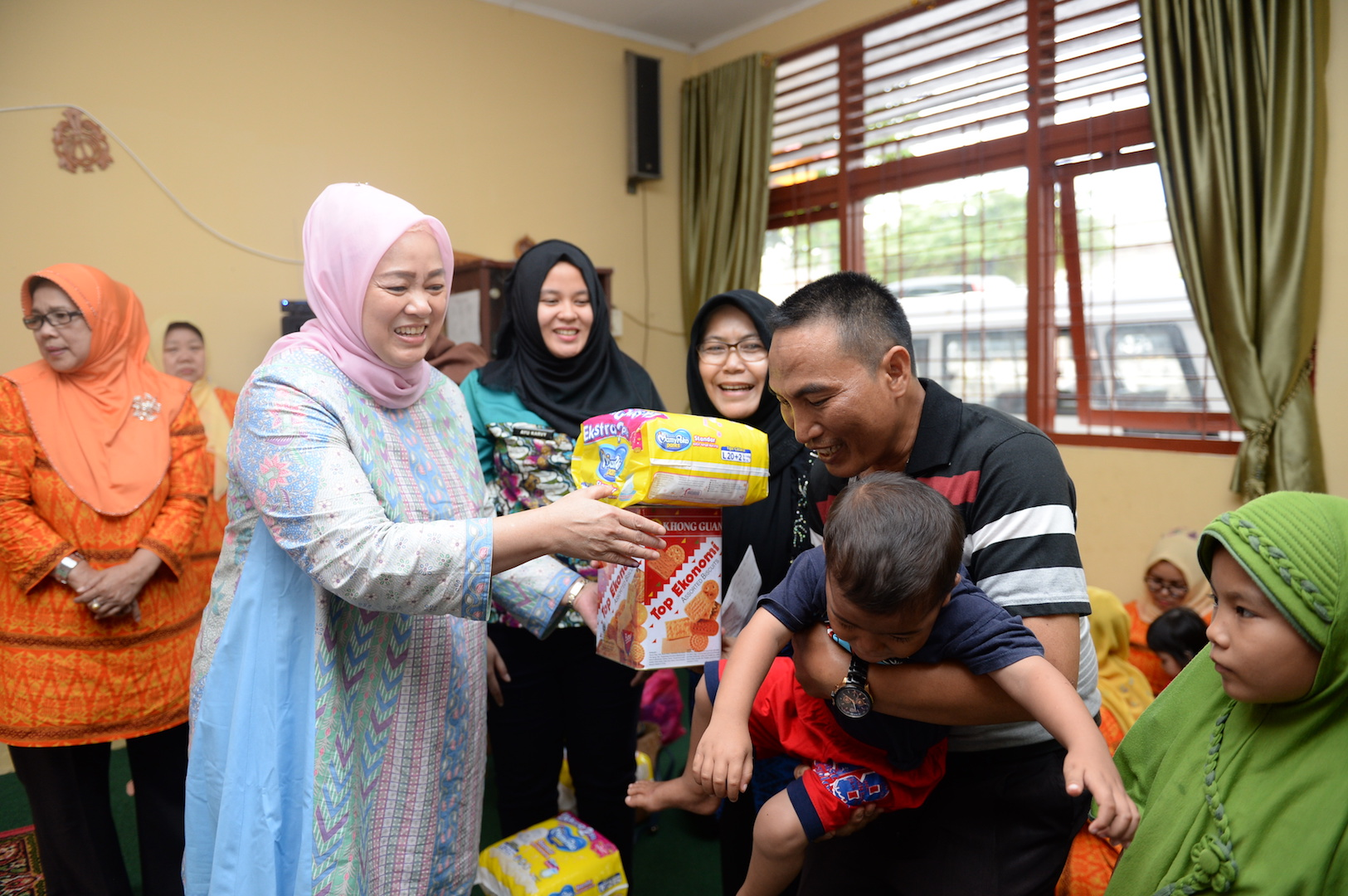 Permalink ke Ibu Gubri Kunjungi Anak Tunas Bangsa di Panti Asuhan Sri Mujinab