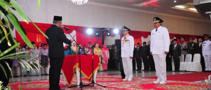 Gubri H Arsyadjuliandi Rachman Lantik Bupati dan Wakil Bupati Kab Siak di Balai Serindit Gedung Daerah