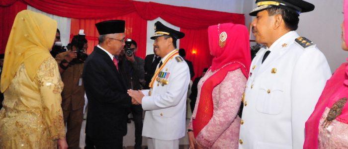 Gubri H Arsyadjuliandi Rachman Lantik Bupati dan Wakil Bupati Kab Siak di Balai Serindit Gedung Daerah..