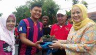 Permalink ke Ketua TP PKK Prov Riau Menyerahkan Bibit Cabai kepada Masyarakat di Area CFD