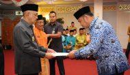 Permalink ke Galeri: Plt Gubri serahkan SK Kenaikan Pangkat PNS di Lingkungan Pemprov Riau