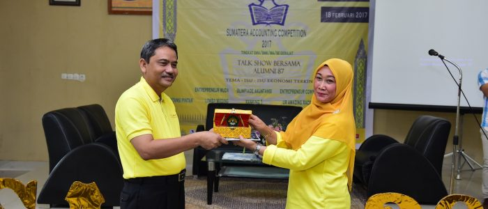 "Sekda Prov Riau Narasumber Talk Show ""Isu-Isu Ekonomi Terkini"""