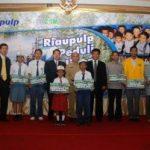 Penyerahan Beasiswa dan Bantuan Honor Guru dari Riaupulp