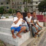 Kuburan Jadi Sumber Rezeki Bagi Tony dan Teman-Temannya